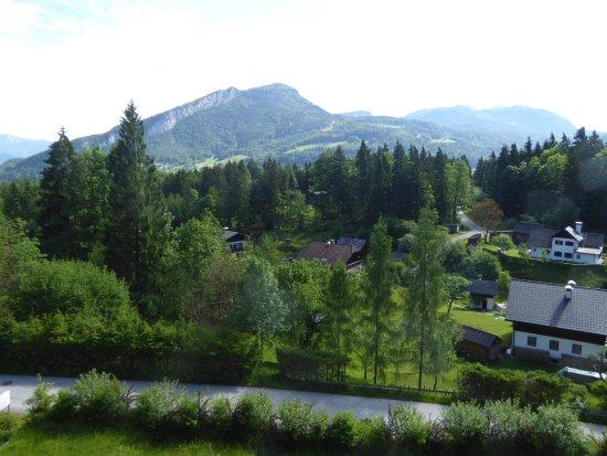 Bad Goisern, Áustria: Blick zum Predigtstuhl vom Balkon des Alpenhotels Dachstein