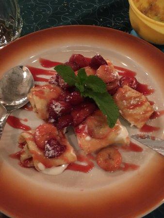 U Zlate Konvice: Чудесный десерт! Блинчики с творожной начинкой с бланшированными ягодами.