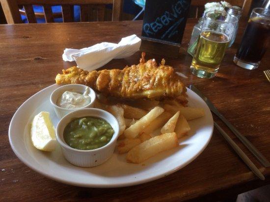 Devoran, UK : Greasy fish, nice chips but very few of them.