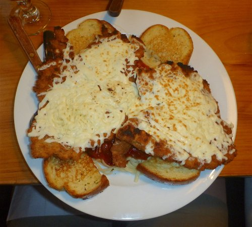 Eganville, Kanada: Parmesan Schnitzel with Garlic Toast