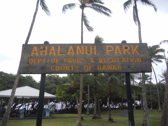 Pahoa, HI: park at the sign