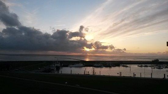 Hotel Fährhaus: Sonnenuntergang am Hafen