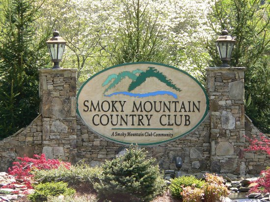 Whittier, NC: Smoky Mountain Country Club sign welcoming you to the course.