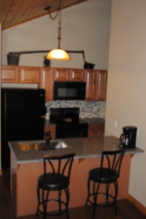 Great Branson Cabins: Elk Ridge's Newly Remodeled Kitchen