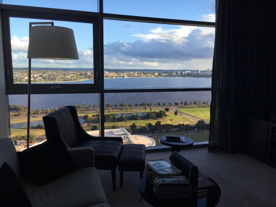 Fraser Suites Perth: Beautiful stayed. Perfect view over the lake. Room facilities are compatible and useful.