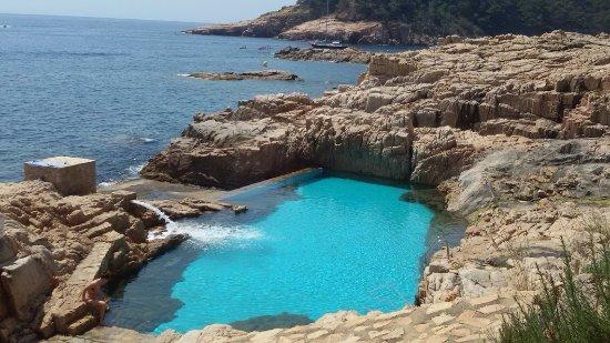 piscina al lado de la playa aiguabrava pero es privada