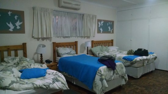 Dove's Nest Guest House: Family room, sleeps 4 in 2 twins and 1 double
