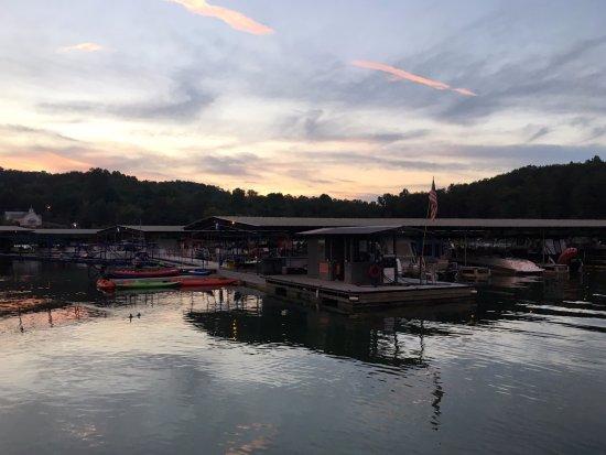 Boundary Waters Resort & Marina: Love watching the sunset at the marina!