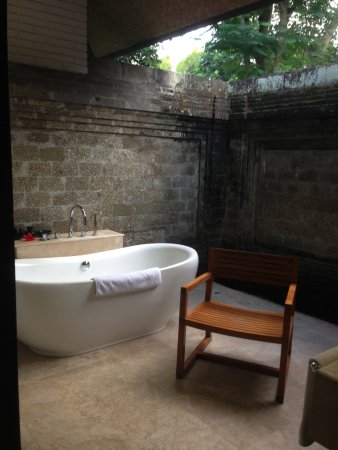 The Chedi Club Tanah Gajah, Ubud, Bali – a GHM hotel: Open air bath