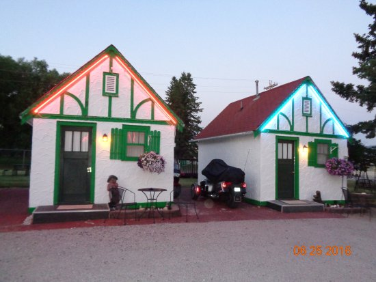 Chalet Motel: Custer SD Chalet Cabins #1 and #2