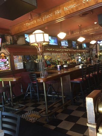 Chesley's: Bar area