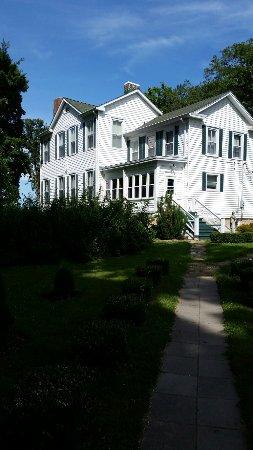 Saint Mary, MO: Beautiful White Cliff Manor