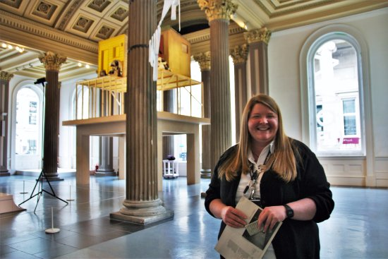 Gallery of Modern Art: Christina, une guide souriante
