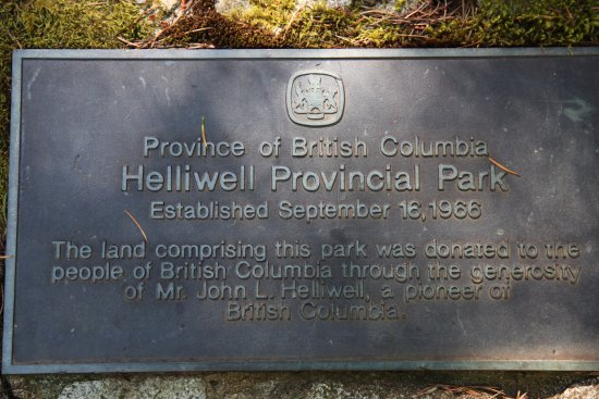 Hornby Island, แคนาดา: Dedication at park entrance