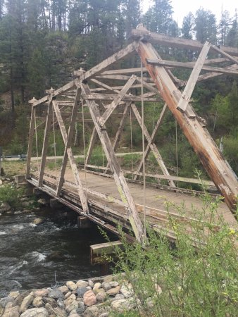 Los Pinos Guest Ranch : Go past the old bridge; keep driving!