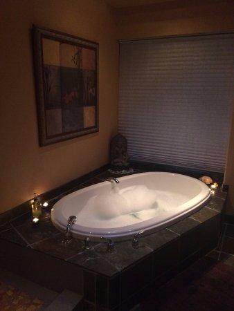Halfmoon Bay, Kanada: Iris cottage double soaker tub