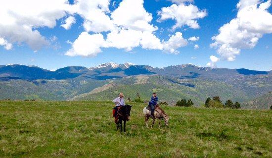 Tererro, Nuevo México: Snow-capped Peaks in June
