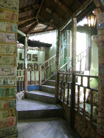 Santa Cruz del Norte, Kuba: paredes recubiertas de billetes de todos el mundo