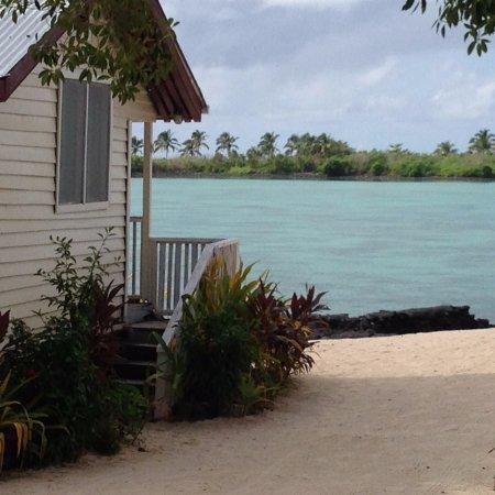 Bayview Resort: Beach leading down to the lagoon
