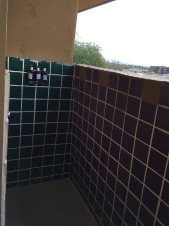 كلوب إنتراويست - بالم ديزرت: Out door shower