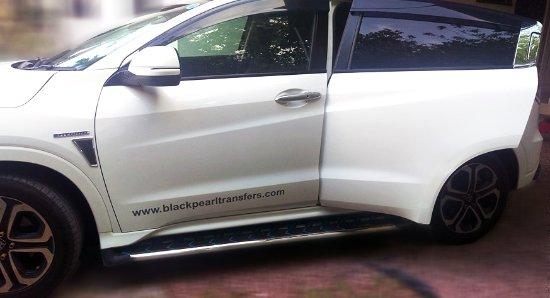Grand Anse, Seszele: Black Pearl Transfers' car