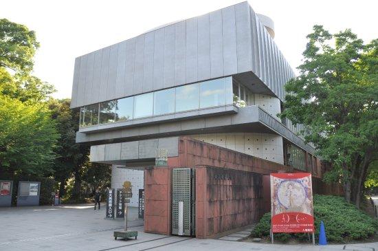 校門 美術系 を入ってすぐの右側にあります picture of the
