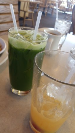 The Egg & I  St George: Kale Smoothie and a fruity one that was so very good too!