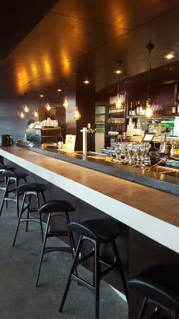 Coolum Beach, Australia: Canteen kitchen Bar