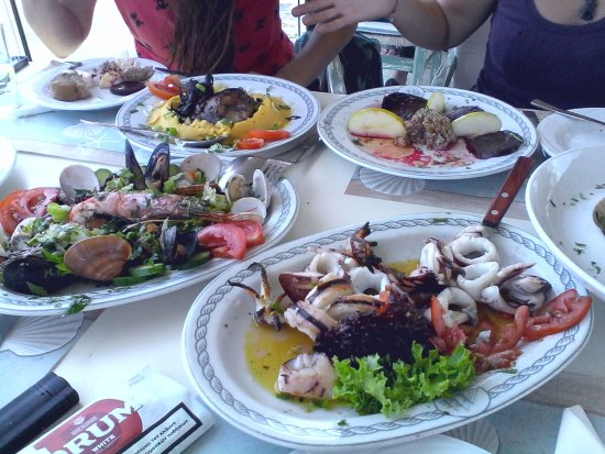 Melissos : Beautiful fresh seafood platters