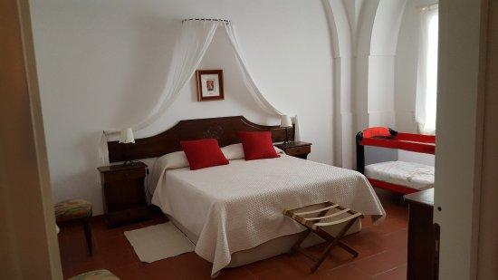 San Teodoro Nuovo: Spacious bedroom