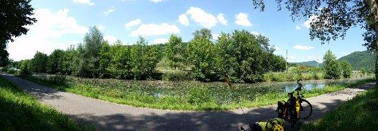 Palinges, France : le canal