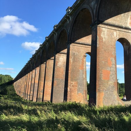 Haywards Heath, UK: Beautiful viaduct and surroundings.