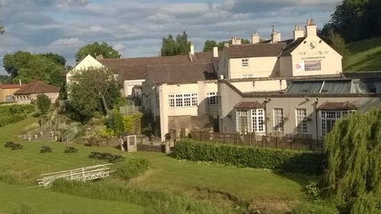 ‪‪Piercebridge‬, UK: Hotel from the other side of river‬