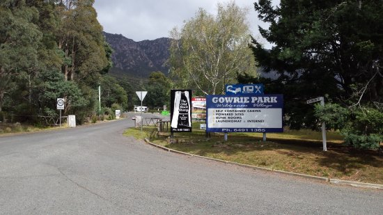 Gowrie Park Wilderness Village: The entry to the park