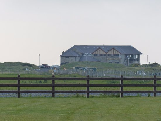 ‪‪Ballyliffin‬, أيرلندا: View of Ballyliffin Club House from front of Doherty's‬