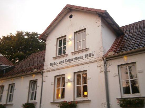 Vlotho, Deutschland: Outside view of older (1866) area of hotel.