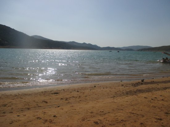 Rute, España: A pocos Kilometros del hotel se encuentra el pantano de Iznajar.