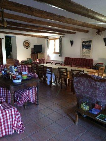 Mas des Baux: Un endroit calme , non loin du village de Bédoin ... Piscine avec vue sur le Mt Ventoux ... Sall