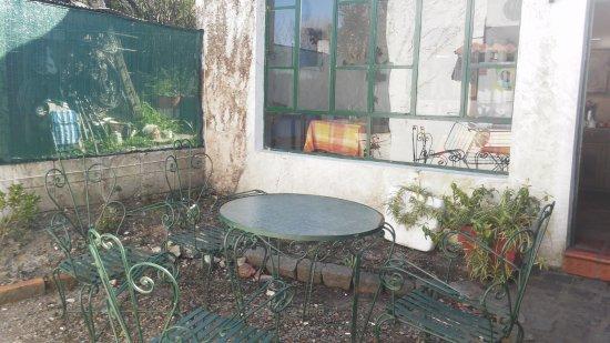 Hostal de los Poetas : patio interno, ideal para una hermosa charla con familia y amigos