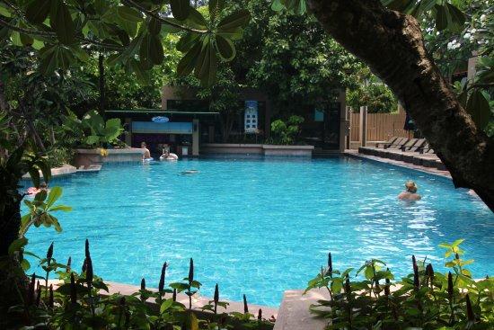 Novotel Phuket Kata Avista Resort and Spa: Main pool with bar.