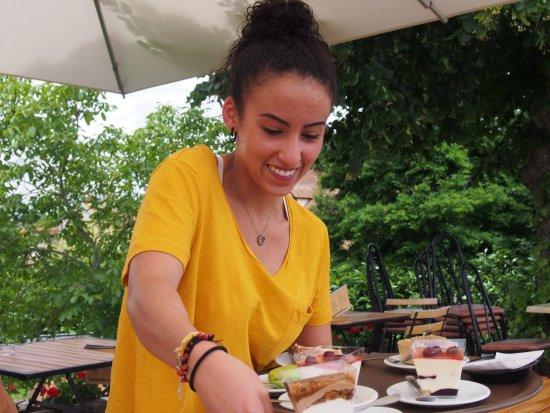Briare, Frankrig: Un sourire sincère et omni présent chez tout le personnel