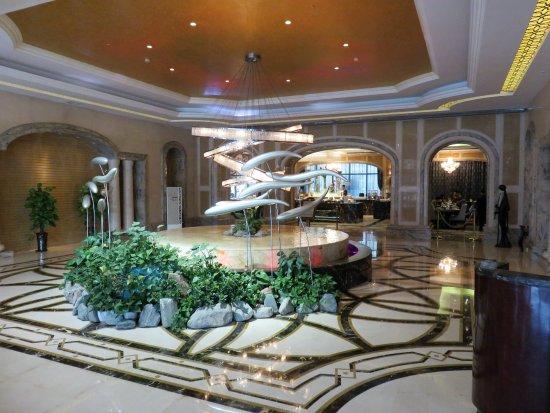 Xinxiang, China: Sculpture in lobby