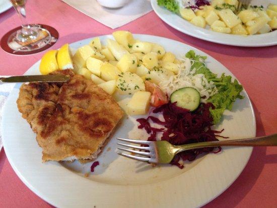 Restaurace Zubrina: wiener schnitzler con tante patate lesse