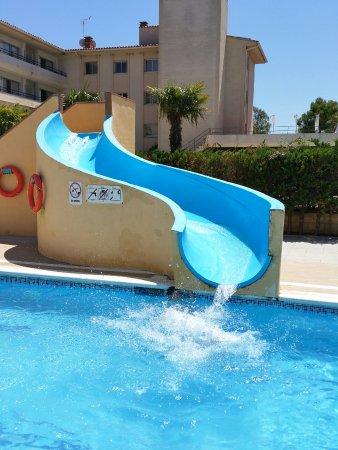 Apartamentos Sa Gavina Medes: Le toboggan de la piscine : SYMPA