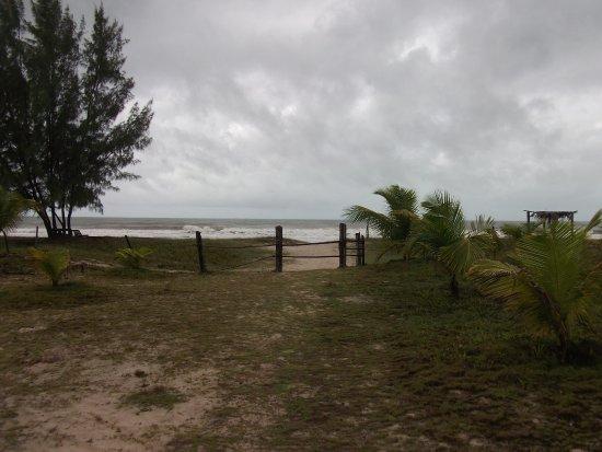 Guaibim, BA: Caminho para a praia