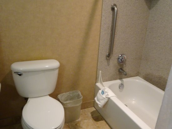 Holiday Inn Express Hotel & Suites Klamath Falls: tub