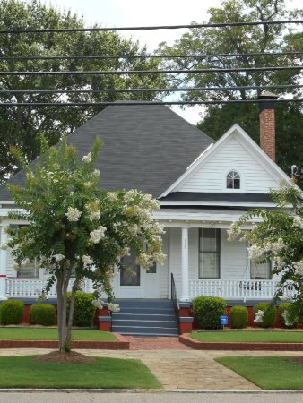 Dexter Parsonage Museum - Dr. Martin Luther King home: The parsonage
