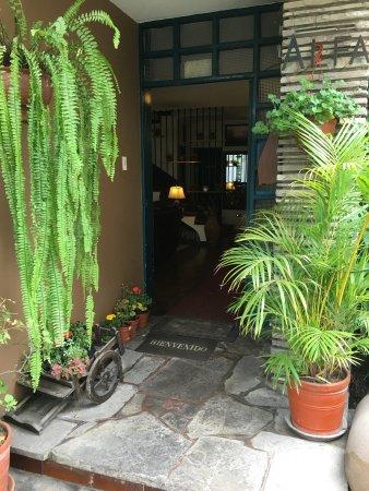 Casa Bella Miraflores: Garden Entrance