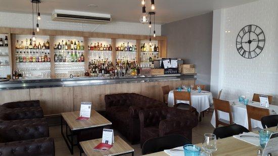 clair et distinctif meilleure valeur nouveaux articles bar et coin salon - Picture of Le Collier - Pizzeria ...