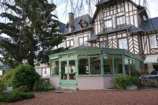 La Villa Des Houx: véranda du petit déjeuner